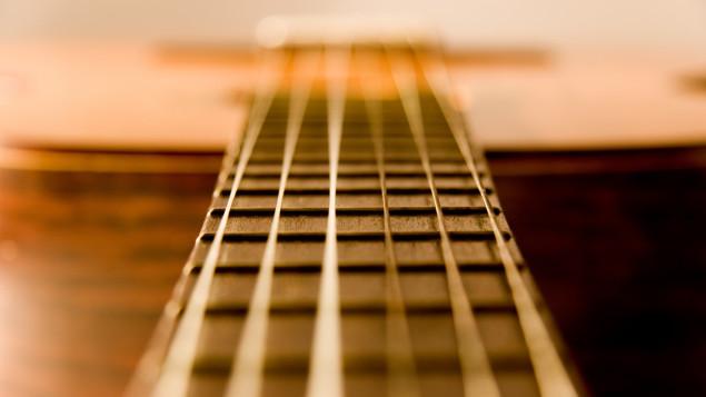 guitare-acoustique-cordes-vibrent